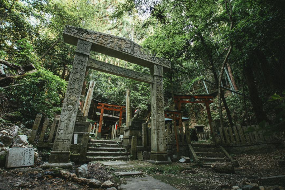 京都の穴場】動画付き!異世界情緒を感じる穴場 大岩神社の魅力 | hi-photography